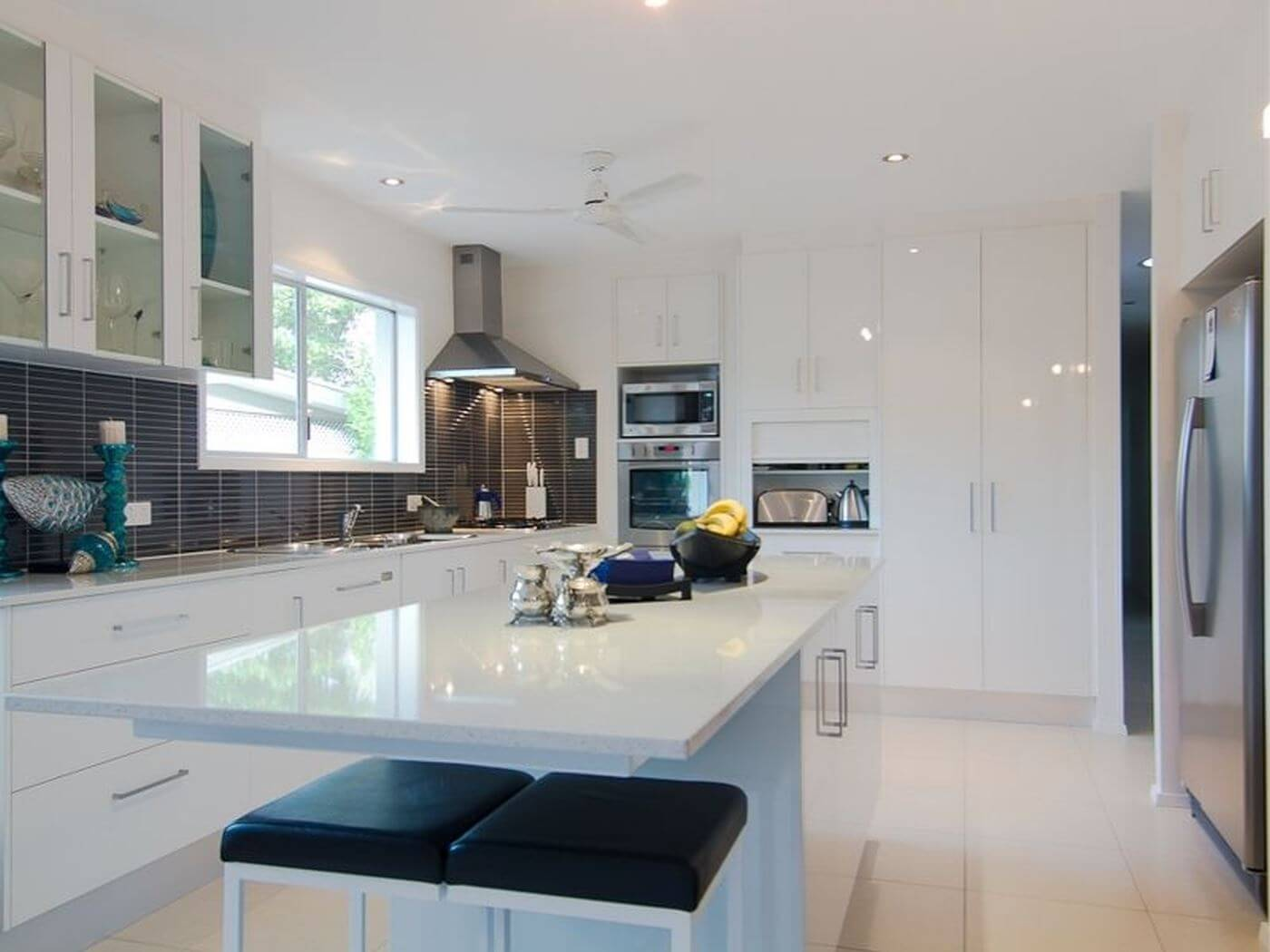 perfect kitchen design sloping specialist in new build homes cairns 1464